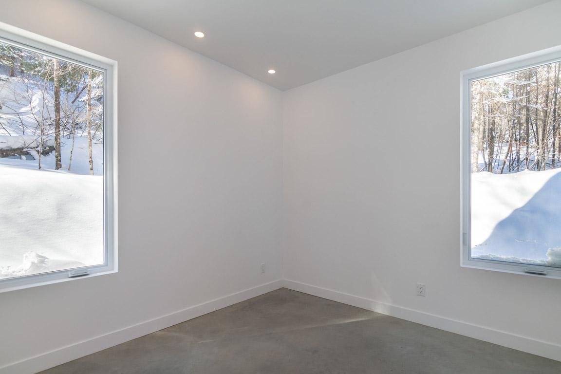 Vue de la chambre au rez-de-chaussée, projet La Mésange réalisé par Biophile