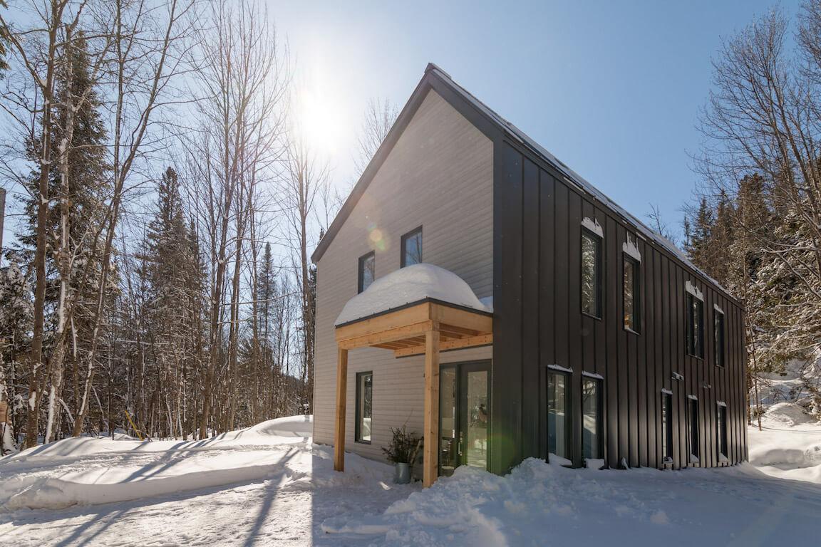 Vue des façades est et nord, projet La Mésange réalisé par Biophile