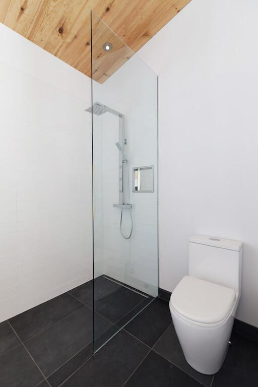 Vue de la salle de bain, projet La Mésange réalisé par Biophile
