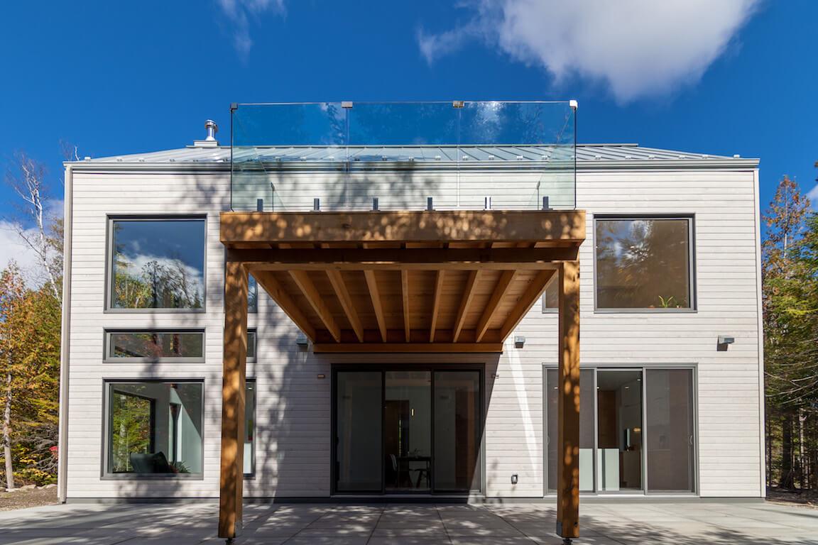 Vue de la terrasse, côté sud, projet Le Colibri réalisé par Biophile